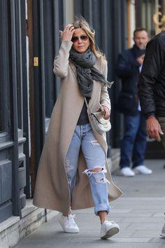 #JenniferAniston, #Shopping, #Style Jennifer Aniston Street Style - Shopping in Paris – 04/14/2017 | Celebrity Uncensored! Read more: http://celxxx.com/2017/04/jennifer-aniston-street-style-shopping-in-paris-04142017/