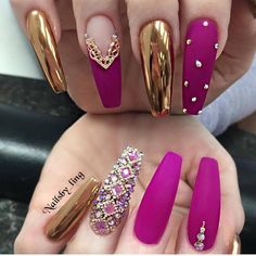 The trend of chrome nails can not be ignored. Many women choose the art design of chrome nails nowadays. The fashion trend of nail design is always changing. In order to keep fashion, you might as well try chrome nail art design. It seems to be a goo Glam Nails, Hot Nails, Bling Nails, Bling Nail Art, Bling Bling, Best Acrylic Nails, Acrylic Nail Designs, Nail Art Designs, Chrome Nails Designs