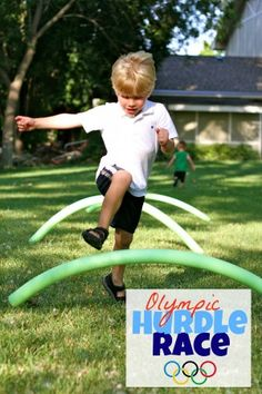 Pool Noodle Hurdle: Kids must run and jump over all 4 hurdles. When I was thinking of fun Olympic Games we could play with the kids, I immediately knew I wanted to make hurdles of some kind. I remembered a post from t Olympic Games For Kids, Olympic Idea, Kids Olympics, Summer Olympics, 2020 Olympics, Summer Games, Summer Activities, Preschool Summer Theme, Field Day Activities