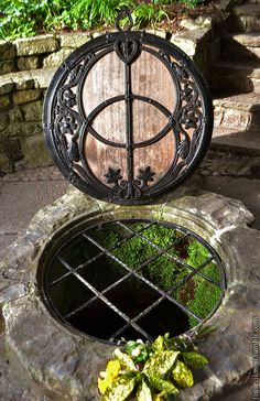 Luckily seen this in person. Glastonbury is amazing. The cover of the Chalice Well in Glastonbury, England is the ancient Sacred Geometry symbol called the Vesica Piscis. The well waters are known to have healing properties for all who drink it. Wiccan, Magick, Pagan, Witchcraft, Glastonbury Town, Glastonbury England, Glastonbury Somerset, Sacred Geometry, Places To Go