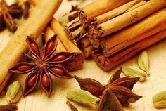 Come preparare in casa una tisana antinfiammatoria alle spezie. Un ottimo rimedio naturale contro i sintomi del raffreddore e dell'influenza.