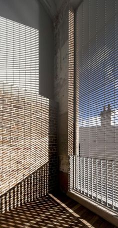 Fixed horizontal blades. Majestic Theatre Apartments / Hill Thalis Architecture.