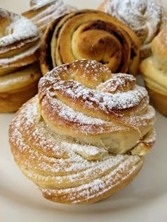 Cruffiny (kváskové) Breakfast Bake, Sweet Breakfast, Bread Dough Recipe, Baking Muffins, No Bake Pies, Pancakes, Bakery, Food And Drink, Cooking