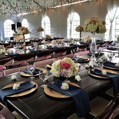 Gold, blue, and pink place settings