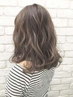 アッシュベージュセミウェットタンバルモリ_ba9955 - 24時間いつでもWEB予約OK!ヘアスタイル10万点以上掲載!お気に入りの髪型、人気のヘアスタイルを探すならKirei Style[キレイスタイル]で。