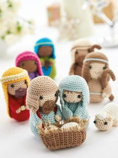 Amigurumi Nativity. Free pattern given in installments. Available to download upon free registration to their website