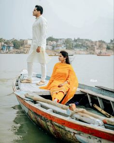 A river view as a backdrop and a minimal ochre outfit for your pre wedding shoot on a boat! (C) Dipak Studios #wittyvows #indianwedding #weddingideas #indianweddingphotography #preweddingshoot #prewedding #riverview #weddinginspiration #indianweddingoutfits Pre Wedding Shoot Ideas, Wedding Inspiration, Monument In India, Picnic Pictures, Flowy Gown, Colors And Emotions, Indian Look, Indian Wedding Photography, Indian Wedding Outfits