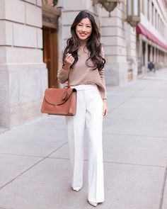 brown longsleeve and white dress pants with black leather tote bag Slacks Outfit, White Dress Outfit, White Dress Pants, Dressy Pants, Dress Outfits, Casual Outfits, Work Outfits, Formal Outfits, Teacher Outfits