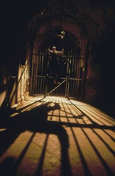 http://petertebin.hubpages.com/hub/North-East-Maryland-Lower-Pennsylvania-Haunted-Houses-and-Attractions