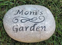 Garden Stone for Mom Dad Inch Garden Stone - Perfect for Mother's Day or Father's Day Gifts 90th Birthday Decorations, 90th Birthday Gifts, Diy Gifts For Mom, Christmas Gifts For Mom, Personalized Garden Stones, Personalized Fathers Day Gifts, Pet Memorial Gifts, Rock Painting, Party Gifts