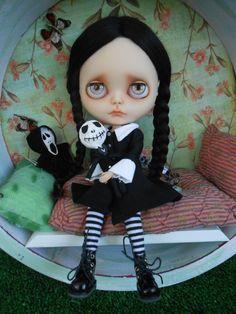 Custom Wednesday Addams Blythe Doll por Spookykidsworkshop en Etsy