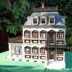 Playmobil Victorian Mansion o want it! Playmobil Toys, My Dream Came True, Sylvanian Families, Lego House, Tiny Spaces, Christmas Gingerbread, Niece And Nephew, Miniature Houses, Small World