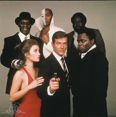 Still of Roger Moore, Yaphet Kotto, Jane Seymour, Julius Harris and Geoffrey Holder in Live and Let Die