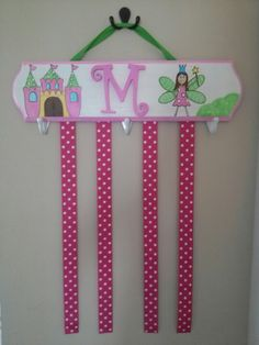 Homemade bow holder for little girl. love the hooks for rubberbands and headbands Bow Holders For Little Girls, Homemade Bows, Bow Hanger, Sewing Projects, Projects To Try, Crafts For Kids, Diy Crafts, Decoupage, Bow Hair Clips