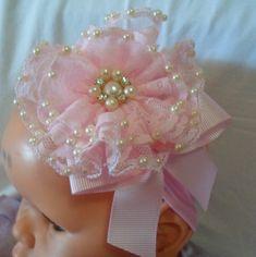 faixa com flor de bico de renda com bordado de pérola e laço! várias cores. R$ 18,00