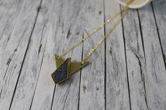 Ketten kurz - grafische Kette dunkelgrau gold Stardust Pfeil - ein Designerstück von buntezeiten bei DaWanda