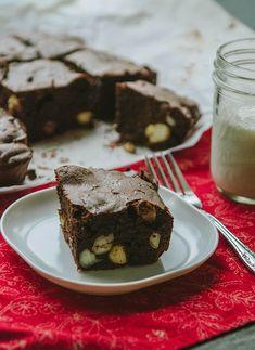 #GrainFree Macadamia Nut Brownies for #EmsPigletParty | Soletshangout.com #glutenfree #cassavaflour #yuca #chocolate #brownies #paleo #primal