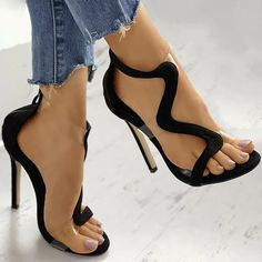Frauen In High Heels, Designer Sandals, Designer High Heels, Womens High Heels, High Heels For Women, Shoes For Women, Black Heels, Heels For Black Dress, Black Prom Shoes