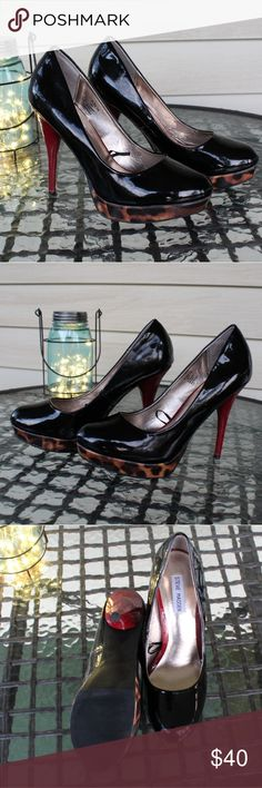 Steve Madden Heels These heels are in really good condition. There is a little bit of wear but I show that in the pictures. It's mainly just on the inside of the sole so not noticeable at all when wearing them. Beautiful shoes!⚜️ Steve Madden Shoes Heels