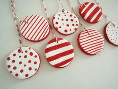 Use cookie cutters for any holiday/event and tie around a rolled napkin.  http://www.soldaeira.blogspot.com/2012/12/decoracoes-de-natal-christmas-ornaments.html#