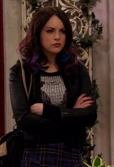Jade's appearance on Sam and Cat. Looks like she's mixing her highlights again- love the dark purple and dark blue together.