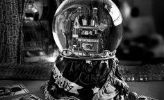 Crystal Ball    Original:  http://commons.wikimedia.org/wiki/File:Cartomante.jpg