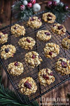 Oats and banana cranberry cookies. Romanian Desserts, Romanian Food, Baby Food Recipes, Cooking Recipes, Healthy Recipes, Cranberry Cookies, Good Food, Yummy Food, Raw Desserts