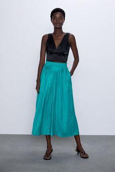 Flowy pants with elastic waist. Flowy Pants, Pleated Pants, Lace Skirt, Midi Skirt, Zara United States, Zara Home, Elastic Waist, Trousers, Turquoise