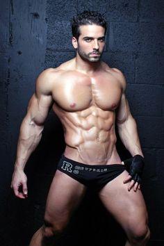 Domenic Mazzella, male fitness model   © Jorge Freire ► www.modelmayhem.com/psm