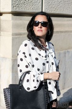 efebd3d42186 OUTFIT  Polka Dot Bluse mit kurzem Rock im Business Style, Miss Classy,  Grazer