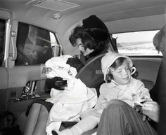 Jacqueline Kennedy Photographs: Jackie Kennedy Casual and Family Life Archive Carolyn Bessette Kennedy, Caroline Kennedy, Jacqueline Kennedy Onassis, Jackie Kennedy, Jaqueline Kennedy, Familia Kennedy, Kennedy Assassination, John Junior, John Fitzgerald