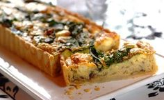 Caramelised Red Onion And Spinach Flan Recipe Having guests for Sunday lunch? Impress them with this fancy red onion and spinach flan. Vegetarian Recipes, Cooking Recipes, Healthy Recipes, Healthy Food, Spinach Quiche Recipes, Baked Vegetables, Veggies, Quiche Dish, Flan Recipe