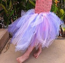 How to make a little girl's tulle tutu. There's no sewing required. Via Amy from Mahlimoo, Me & Three.