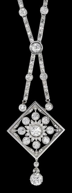 An Art Deco white gold and diamond pendant necklace 1920-1930s. #ArtDeco #PendantNecklace