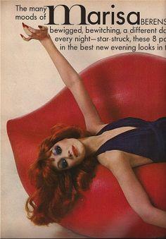 Marisa Berenson on a Salvador Dali 'Mae West's Lips' sofa Halston Vintage, Vintage Ysl, Vintage Fashion, All The Young Dudes, Top Fashion Magazines, Disco 70s, Patti Hansen, Richard Avedon, Guy Bourdin