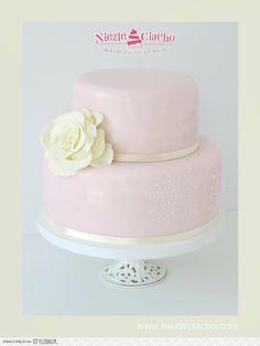 Różowy tort chrzcielny, piętrowy tort na chrzest, tort  z kwiatem, dziecko, narodziny dziecka, chrzest, przyjęcie chrzcielne