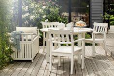 ÄNGSÖ Serie, hier u. a. mit Armlehnstuhl in Weiß