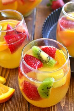 Looking for the best sangria recipe? Check out these 15 Sweet Summer Sangria Recipes everyone will love! Get red wine and white wine sangria recipes here. Tropical Sangria Recipe, Best Sangria Recipe, White Sangria Recipes, White Sangria Recipe With Moscato, Sangria By The Glass Recipe, Sangria Rosé, White Wine Sangria, Rose Sangria, White Wines