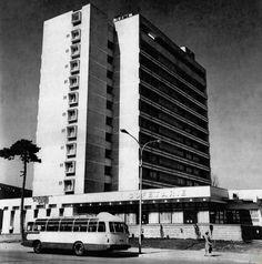 "Hotelul ""Prahova"" anii 70 Public Speaking Tips, Skyscraper, Multi Story Building, Skyscrapers"