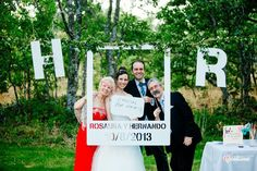 Lo mejor de una #boda son las fotos que quedan para el recuerdo! Pídenos presupuesto para la decoración en #PVC #Photocall y letras