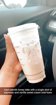 Bebidas Do Starbucks, Healthy Starbucks Drinks, Starbucks Secret Menu Drinks, Starbucks Coffee, Coffee Drink Recipes, Coffee Drinks, Iced Coffee, Dessert Drinks, Fun Drinks