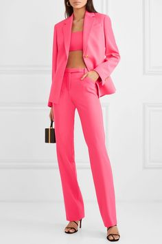 blazer and tshirt outfit Casual Skirt Outfits, Casual Blazer, Blazer Outfits, Blazer Fashion, Fashion Outfits, How To Wear Blazers, Blazers For Women, Ladies Blazers, Jennifer Fisher