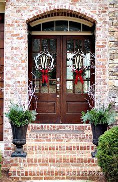 Christmas Door Wreaths at refreshrestyle.com