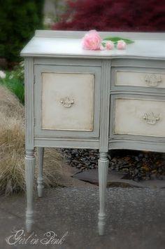 #FurnitureWithASoul #BlueandWhitePaintedFurniture #VintageBuffet {By onegirlinpink.blogspot.com}