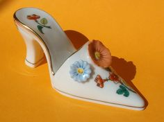 HEREND PORCELAIN WOMANS HIGH HEAL LADIES GIRLS SHOE FIGURINE W GOLD STATUE PUMPS
