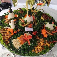 KREASI TUMPENG . . . . #ywlyd #pawonyulen #tumpeng #tumpengmini #tumpengkarakter  KREASI TUMPENG . . . .  #ywlyd #pawonyulen #tumpeng #tumpengmini #tumpengkarakter #tumpengfloricala #tumpengminicinus #kulinernusantara #anekamasakan #menuanak #westernmenu #seleraindonesia #indonesianfood #food #foodgram #instafood #foodporn Table Decorations, Easy, Food, Home Decor, Homemade Home Decor, Meal, Essen, Hoods, Meals