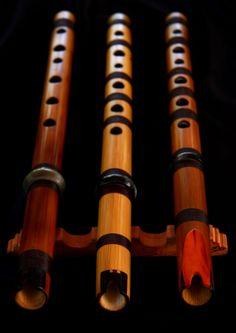 QUENAS (de tres octavas con embocaduras de hueso, ebano y clavo de pino)