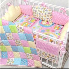 постельное для новорожденных своими руками - Поиск в Google Quilt Baby, Patchwork Baby, Baby Sewing Projects, Baby Crib Mobile, Cot Bedding, Baby Wraps, Diy Pillows, Baby Decor, Girls Bedroom