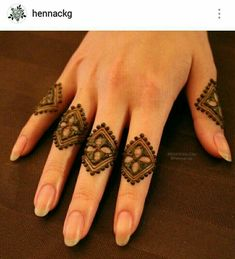 Henna fingers are so minimalist and chic