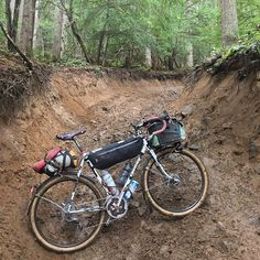 #NachesPass is a #randonneur-tested #teamrobot-approved #uciworldcup #downhill track dropping 3000ft with all kinds of wild wide fall-line craziness! I had to stop here not because of #imba but because my TRP #Spyre calipers had packed up with clay and rocks #elephantbikes #bikepacking by fancy_fred